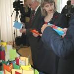 21.05.2012, депутаты делают открытки 005